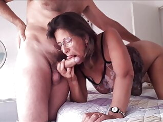 blowjob brunette mature